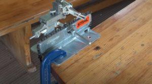 Как закрепить станок для заточки цепи